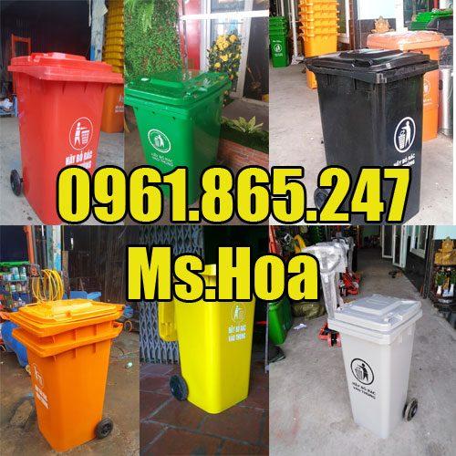 Thùng rác công cộng màu xanh, cam, vàng, đen, đỏ, xám