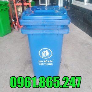 Thùng đựng rác màu xanh dương